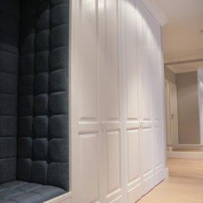 Białe stylowe szafy wnękowe