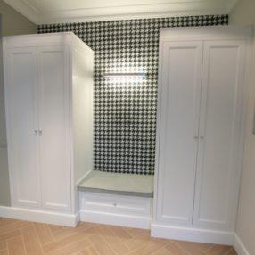 Klasyczne szafy do holu