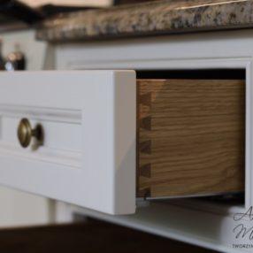 Detale szuflad dąb połączenie na jaskółczy ogon.
