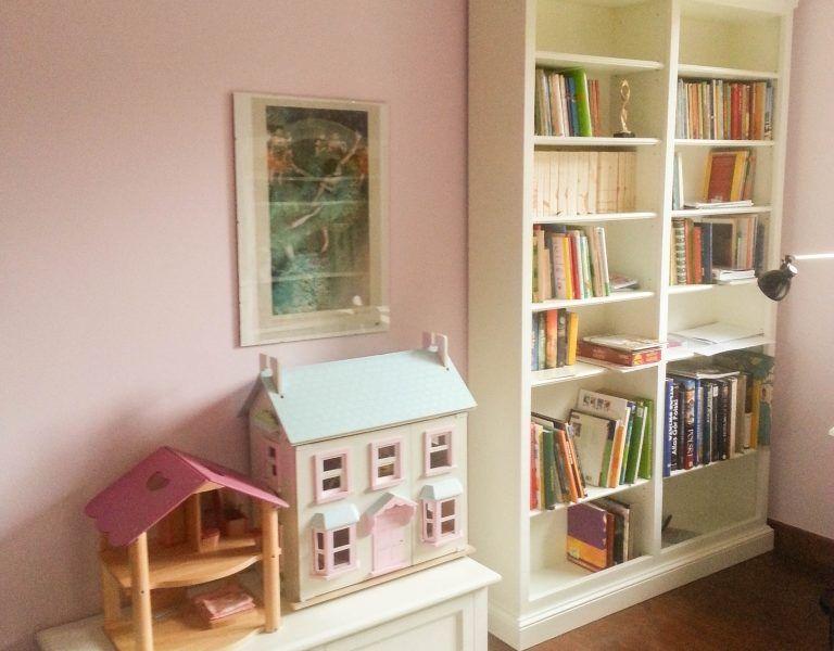 Biblioteczka do sypialni 2