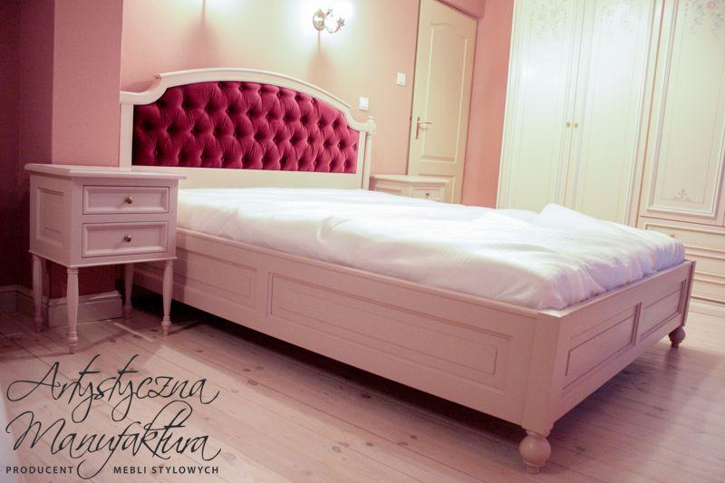 Łóżko z tapicerowanym wezgłowiem 1