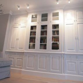 Klasyczna biała biblioteka